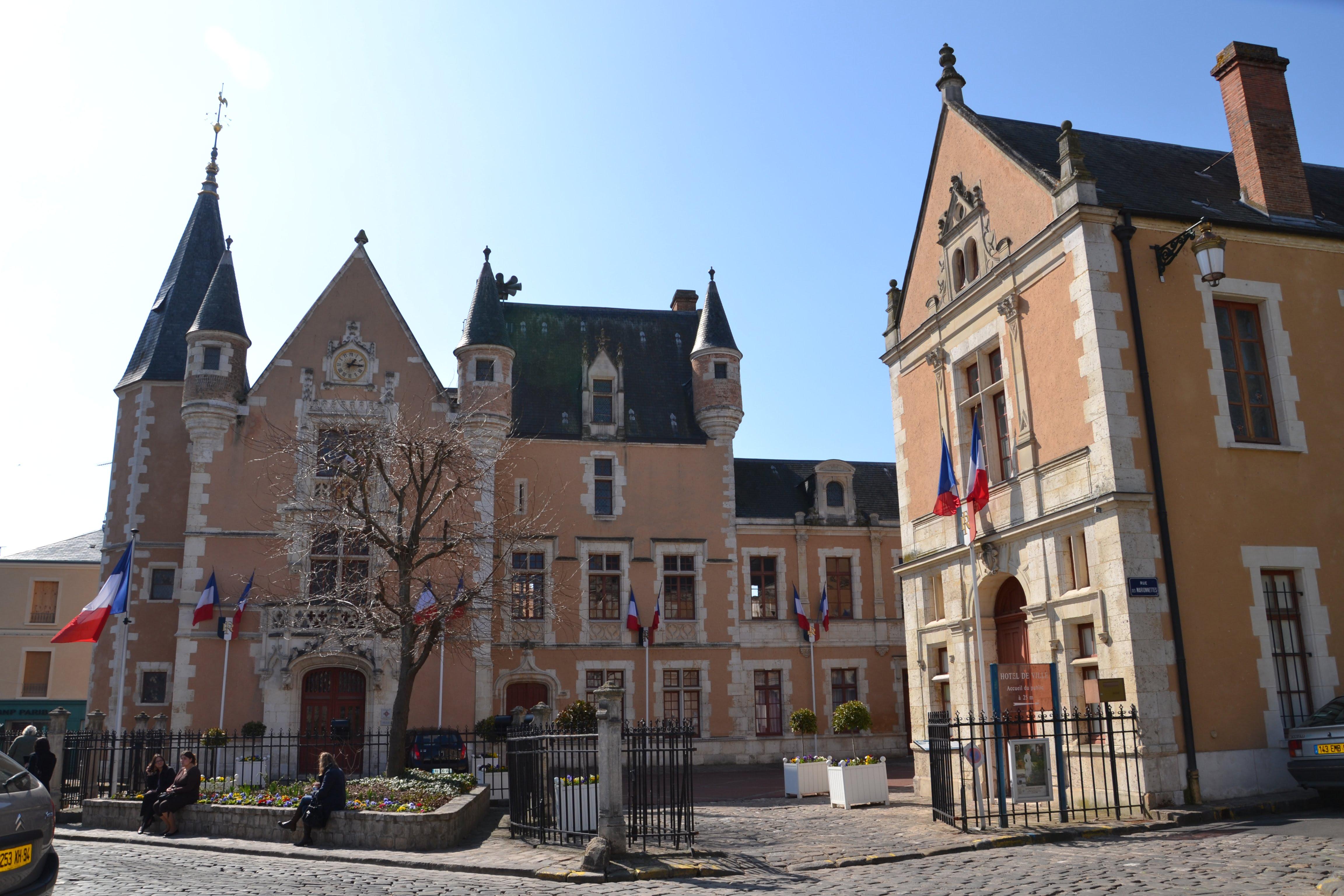 Visite d couverte h tels de ville en sud essonne for Chateau etampes